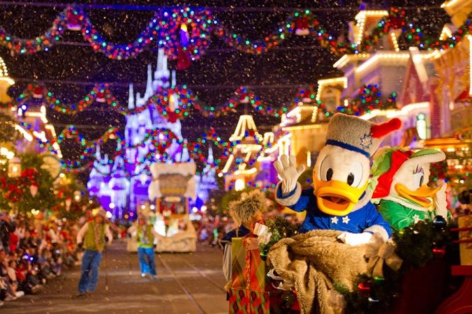 Mickeys-Christmas-Parade
